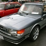 Beautiful two-tone flat-front Saab 900
