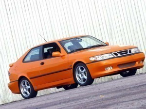 Orange Saab 900 nG