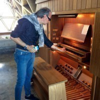 The young organ player let us practice a few chords. Where Saabers gather, sweet music ensues.